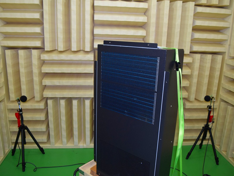 盤と冷却器を測定する無音響室