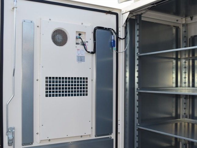 内部を40℃以下にする温度制御