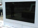 デジタルサイネージ用46インチ4台マルチ 壁掛型防水筐体