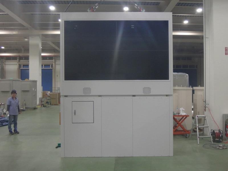 W:2,640xH:3,400の大型デジタルサイネージ筐体
